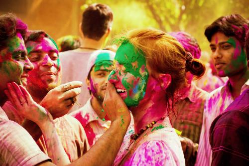5ab8a21f6e79 L Holi però è anche la festa dell amore universale