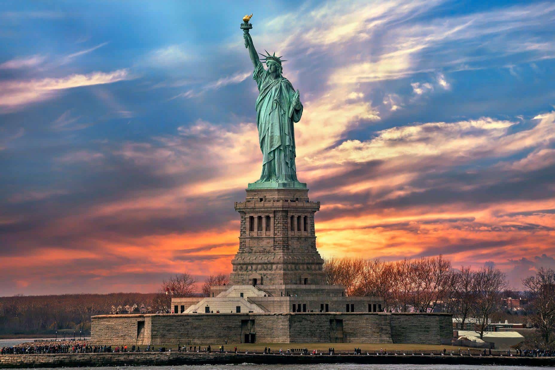 Risultati immagini per statua della liberta